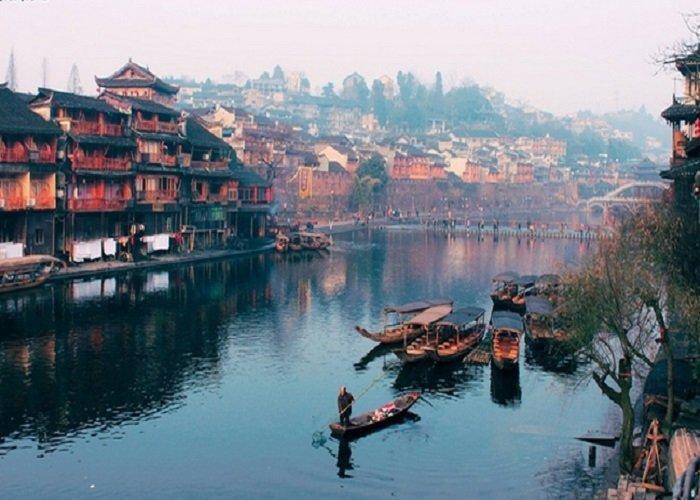 Làm visa đi Trung Quốc tại Đà Nẵng đến thăm Phượng Hoàng Cổ Trấn như thế nào?